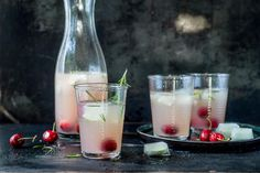 Try Rosé sangria with cherries by FOOBY now. Or discover other delicious recipes from our category Aperitif fingerfood. Cherry Recipes, New Recipes, Cooking With Kids, Cooking Time, Cocktails, Drinks, Sparkling Mineral Water, Rose Sangria, Grapefruit Juice