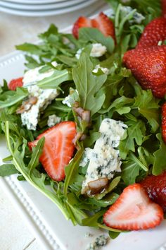 Salad Gonna Want Seconds - Arugula, Strawberry, Blue Cheese Salad with Sherry VinaigretteGonna Want Seconds - Arugula, Strawberry, Blue Cheese Salad with Sherry Vinaigrette Real Food Recipes, Great Recipes, Cooking Recipes, Yummy Food, Healthy Recipes, Tasty, Favorite Recipes, Arugula Recipes, Salad Recipes