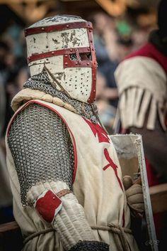 Caballería Medieval, Medieval Weapons, Medieval Knight, Knight In Shining Armor, Knight Armor, Fantasy Concept Art, Fantasy Armor, Costume Armour, Armor Clothing