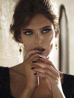 The Style Matrix: Makeup Inspiration: Bianca Balti for Dolce & Gabbana Bianca Balti, Beauty Makeup, Hair Makeup, Hair Beauty, Eye Makeup, Beautiful Eyes, Gorgeous Women, Stunning Girls, Bild Girls