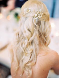 Loose Curls + Pretty Headpiece | Photography: Sara Hasstedt - www.sarahasstedt.com Read More: http://www.stylemepretty.com/2015/01/19/elegant-destination-vail-wedding/