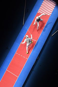 An overview shows Great Britain's Richard Kruse competing against US Alexander Massialas during the mens individual foil…