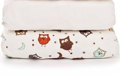 Fitted cot bed sheets made of stretchy cotton ✓ Perfect for sensitive baby skin ✓ Double pack includes one plain and one with owl print cot bed sheet, cm ✓ Machine washable, tumble dryer safe ✓ Order here ✓ Cot Bed Sheets, Owl Bedding, Owl Print, Baby Skin, Sunglasses Case, Owls, Fitness, Stuff To Buy, Owl