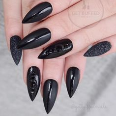 60 Stunning Black stiletto nails design for halloween Black Stiletto Nails, Black Acrylic Nails, Halloween Acrylic Nails, Halloween Nail Designs, Cute Nails, Pretty Nails, My Nails, Dragon Nails, Witch Nails