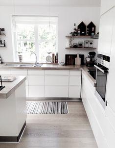 Kitchen Room Design, Home Room Design, Modern Kitchen Design, Dining Room Design, Home Interior Design, Kitchen Decor, Black Kitchens, Home Kitchens, Scandinavian Modern Kitchens