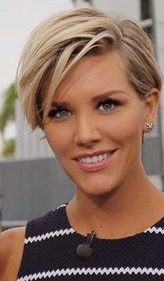 Today we have the most stylish 86 Cute Short Pixie Haircuts. Pixie haircut, of course, offers a lot of options for the hair of the ladies'… Continue Reading → Short Pixie Haircuts, Long Bob Hairstyles, Celebrity Hairstyles, Short Hair Cuts, Pixie Cuts, Long Haircuts, Layered Haircuts, Haircut Trends 2017, Celebrity Pixie Cut