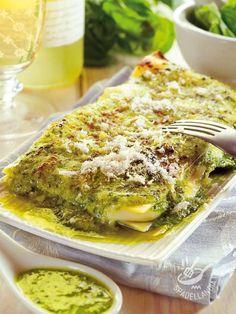 Lasagne con pesto e stracchino - Another! Gourmet Recipes, Pasta Recipes, Cooking Recipes, Lasagne Au Pesto, Italian Dishes, Italian Recipes, Vegetarian Cooking, Vegetarian Recipes, Ravioli