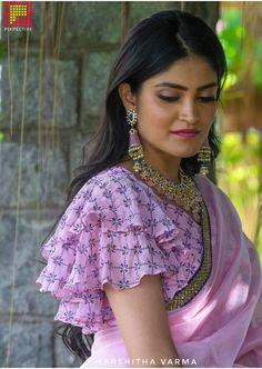 Simple Saree Blouse Designs, Blouse Designs High Neck, Stylish Blouse Design, Designer Blouse Patterns, Fancy Blouse Designs, Stylish Dress Designs, Sleeves Designs For Dresses, Sleeve Designs, Indian Photoshoot