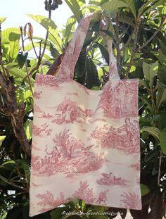 Una bolsa y unas cestas