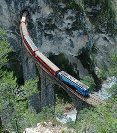The southeastern abutment of the viaduct is located on a high cliff, and at that point, the tracks lead directly into the 216 metres (709 ft) long Landwasser Tunnel. The viaduct's masonry is approximately 9,200 cubic metres (320,000 cu ft) in volume and is jointed with limestone dolomite.