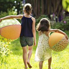 Des ballons de baudruche habillés de tissu/balloon weared with fabric