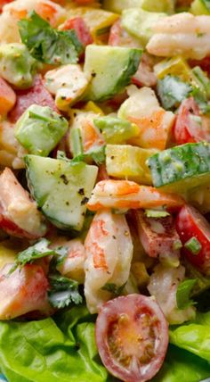 Oh my yumm! Greek Yogurt Shrimp, Avocado and Tomato Salad -- Creamy shrimp salad with avocado, tomato, cucumber, bell pepper and scrumptious Greek yogurt dressing. You won't miss mayo for a second. Think Food, I Love Food, Good Food, Yummy Food, Tasty, Healthy Salads, Healthy Eating, Healthy Recipes, Yogurt Recipes