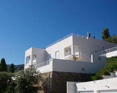 Villa blanche et parement pierre Flow, Mansions, House Styles, Home Decor, Stone, Mansion Houses, Homemade Home Decor, Villas, Fancy Houses