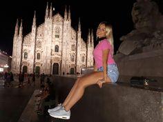 Casual Milano at night.