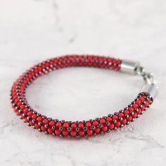 Red beaded bracelet by mobi handmade  #jewelry #bransoletka #bracelet #toho #beadwork #beading #handmade #handmadejewelry #mobihandmade #craw #koraliki #bizuteria