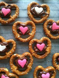 Valentine's Day // Cutest Chocolate Covered Pretzels! #valentinesday #dessert