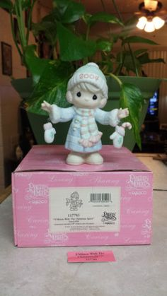 """PRECIOUS MOMENTS """"I'M S'MITTEN WITH THE CHRISTMAS SPIRIT"""" 117785 GIRL W/MITTENS in Collectibles, Decorative Collectibles, Decorative Collectible Brands, Precious Moments, Figurines, Other Precious Moments Figures 