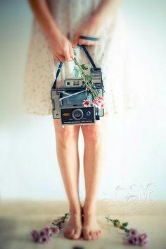 Polaroid, vintage camera, pastel, Carmen Moreno, Self-portrait Girls With Cameras, Old Cameras, Vintage Cameras, Photography Camera, Image Photography, Pregnancy Photography, Landscape Photography, Portrait Photography, Wedding Photography