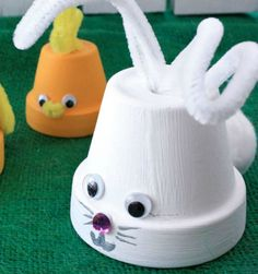 Kids will love this flowerpot craft and you'll have cute chicks and bunnies to display for Easter. - Everyday Dishes & DIY