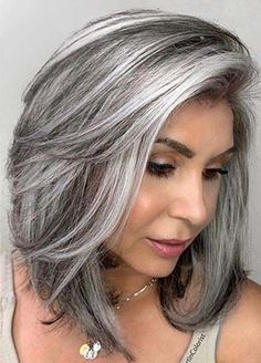 A Colorist Explains How to Get the Silver Hair of Your Dreams - - A Colorist Explains How to Get the Silver Hair of Your Dreams Hair colored gray Colorist Jack Martin bricht eine graue Haarfarben-Transformation ab Natural Hair Wigs, Natural Hair Styles, Grey Hair Natural, Grey Hair Transformation, Gray Hair Highlights, Long Gray Hair, Gray Hair Women, Silver Grey Hair Gray Hairstyles, Silver Hair Styles