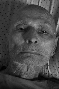 Gustav Klawviec, polonês, 90 anos, foi preso por soldados nazistas durante a Segunda Guerra Mundial. Durante o ano de 1941, foi escravo em uma fazenda alemã até ser resgatado pelo exército norte-americano.