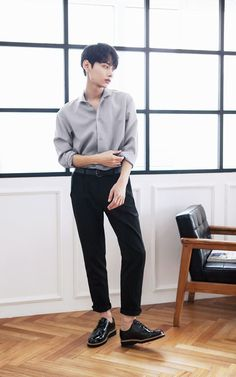 Korean Fashion Men, Korean Street Fashion, Boy Fashion, Mens Fashion, Human Poses Reference, Pose Reference Photo, Stylish Men, Men Casual, Style Masculin