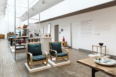 The largest collection of antique & midcentury furniture in Europe, plus luxury contemporary interiors. It's a one-stop for beautiful interiors. Margaret Howell, Cereal Magazine, Natural Curiosities, Bauhaus, Modern Interior, Britain, Modern Design, Cool Designs, Desktop