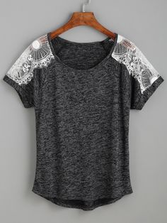 d8d3bc6e4688c1 T-Shirt mit Spitzeneinsatz - contrastfarbig- German SheIn(Sheinside) Spitze