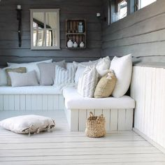 25 Cool DIY Outdoor Sofa Ideas to Enjoy Your Relax Moment Outside The House - Pinses Home & Garden Inspiration Outdoor Sofa, Outdoor Rooms, Outdoor Living, Outdoor Seating, Outdoor Furniture, Summer House Interiors, Summer House Furniture, Summer House Decor, Outside Living