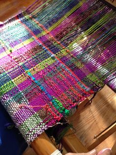Saori try it weaving class, more student weaving and some new loom bags. Weaving Yarn, Weaving Textiles, Weaving Patterns, Tapestry Weaving, Hand Weaving, Knitting Patterns, Stitch Patterns, Textiles Techniques, Weaving Techniques