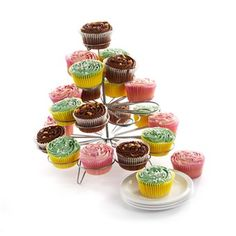 20 FREE cup cakes to give away this week one for everyone person who posts on our facebook or tweets on our twitter!  http://www.jaspersonline.co.uk/