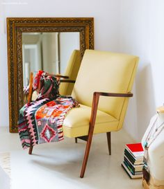 38-decoracao-quarto-branco-poltrona-vintage-espelho-antigo