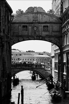 eccellenze-italiane:  Venezia, Ponte dei Sospiri quasi un clichè by andaradagio on Flickr.