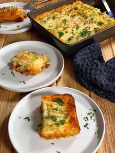 Plant Based Folk - Adapting traditional recipes into plant based (vegan) recipes. From incidental Lebanese vegan recipes such as mujadara hamra or dalgona coffee, there are easy recipes for all. Here comes the flavour parade with this gluten free vegan shepherd's pie. Each bite is so comforting, with the bottom veggie layer seeping into the top creamy potato layer to create the most deep flavour and amazing golden crust. A few weeks ago my awesome mother-in-law sent over a tray of a simple… Vegan Shepherds Pie, Vegan Friendly, Original Recipe, Main Meals, Vegan Gluten Free, Plant Based, Vegan Recipes, Veggies, Food