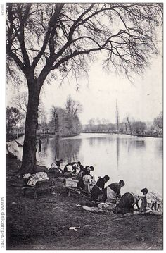 Les lavandières sur l'Orne ,1900 , Calvados , Normandie.