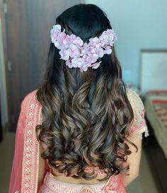 How To Adorn Open Bridal Hair For Your Intimate Wedding Ceremonies! Open Hairstyles, Indian Bridal Hairstyles, Wedding Hairstyles, Indian Wedding Planning, Wedding Planning Websites, Intimate Wedding Ceremony, Wedding Ceremonies, Top Photographers, Hair Game