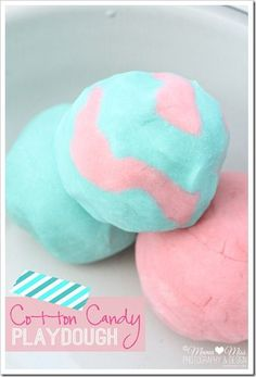 Cotton Candy Playdough | @mamamissblog #cottoncandy #homemade #NationalPlayDohDay