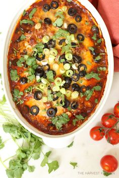 This crowd-pleasing Enchilada Style Baked Chicken is loaded with black beans, corn, tomatoes and a delicious enchilada sauce, and it's about as easy as a chicken recipe gets. The prep time for this enchilada casserole is like 5 minutes. You'll toss all th Mexican Dishes, Mexican Food Recipes, Dinner Recipes, Dinner Ideas, Sweets Recipes, Easy Baked Chicken, Baked Chicken Recipes, Keto Chicken, Rotisserie Chicken