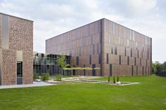 Cross-federal composition of monoliths The new records building in Stade is the first cross-federal cadastre in Germany. The new complex combines the land registers of Northeastern Lower Saxony and...