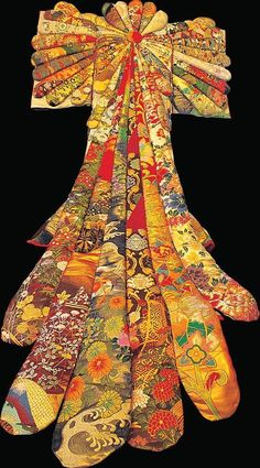 kimono patchwork art by Horoaki OMOTE, Japan Composition within shapes forming yet another shape Japanese Quilts, Japanese Textiles, Japanese Patterns, Japanese Fabric, Japanese Kimono, Japanese Art, Kimono Fabric, Fabric Art, Textile Fabrics