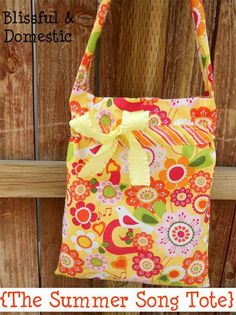 Free Bag Pattern and Tutorial - Summer Song Tote Bag