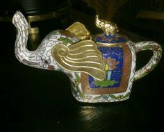 cloisonne elephant with removable lid Elephant Teapot, Tea Kettles, Treasure Hunting, Antique Items, Elephants, Tea Time, Tea Pots, Enamel, Miniatures