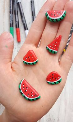 ◀Previous Post Next Post▶ Watermelon slices rock painting idea. Step-by-step rock painting tutorial. Top idea for rock painting. These cute painted rock was created with [. Rock Painting Patterns, Rock Painting Ideas Easy, Rock Painting Designs, Painting Tutorials, Paint Patterns, Painting Tips, Painting Art, Pebble Painting, Pebble Art