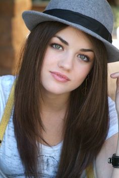Lucy Hale Hairstyle Pretty Little Liars Pll, Lucie Hale, Estilo Aria Montgomery, Lucy Hale Pictures, Lucy Hale Hair, Stylish Hats, Girls Image, Pretty Little Liars, Cut And Color
