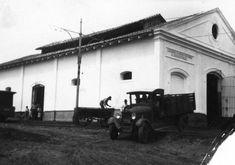 1930 - Vista parcial das fachadas frontal e lateral esquerda do Matadouro Municipal. In: Relatorio e Inventario da Comissão Avaliadora. s.n.t. Acervo: Arquivo Público Municipal.