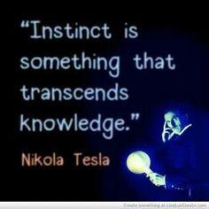 """"""" El instinto es algo que trasciende al conocimiento"""". Nikola Tesla."""