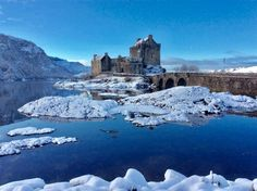 EILEAN DONAN CASTLE, KYLE OF LOCHALSH, ROSS AND CROMARTY, SCOTLAND IN SNOW.