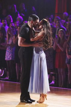 Maksim and Meryl know how to rachet up the tension with this kiss