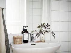 Bathroom Inspiration, Interior Inspiration, Bathroom Ideas, Bathroom Trends, Bathroom Styling, Present For Groom, Cheap Home Decor, Colorful Decor, Bathroom Interior