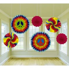 Spread a little love around your party! The Feelin' Groovy Paper Fan Decorations are a perfect way to perk it up. These fun paper fans feature rainbow swirls, and giant peace signs. Each pack contains 6 paper fans in assorted designs ranging in sizes 16 i Hippie Party, Hippie Birthday Party, 60th Birthday Party, Fiesta Flower Power, Flower Power Party, 60s Party Themes, 60s Theme, Party Ideas, Theme Parties